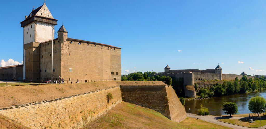 Вид на Нарвский замок