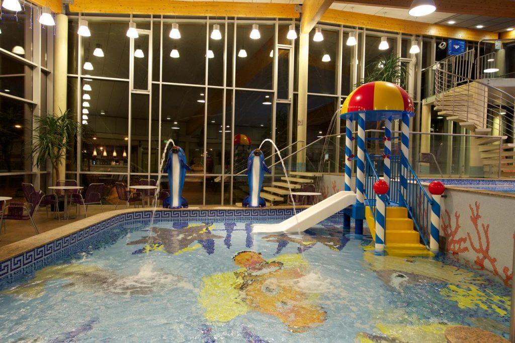 Детский бассейн в Aqva Hotel & Spa отеле в Раквере