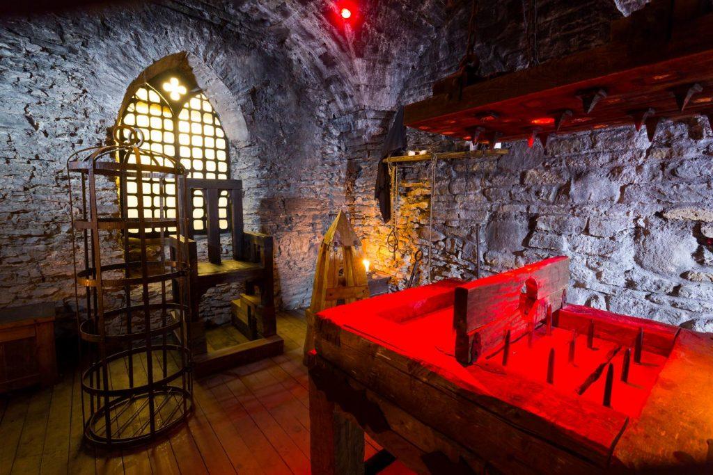 Средневековая пыточная камера замка Везенберг в Раквере