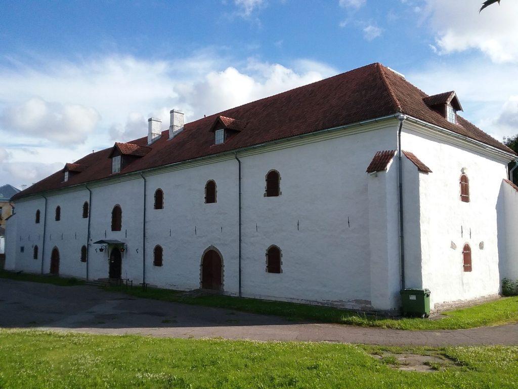 Здание художественной галереи при бастионе в Нарве