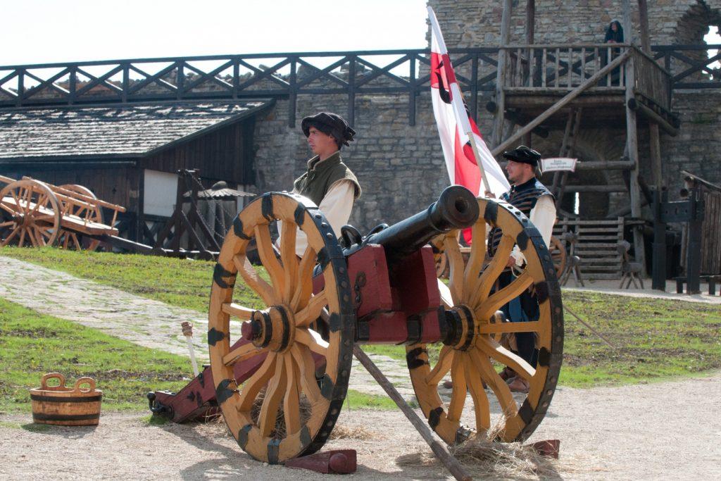Музейная экспозиция замка Везенберг в Раквере