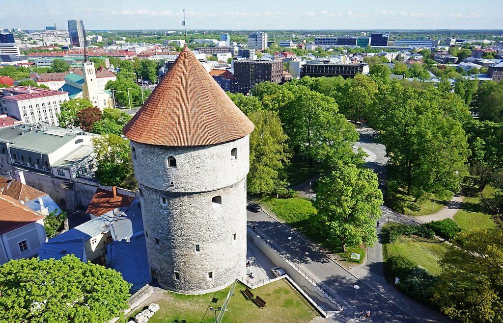 Средневековая крепостная башня Кик-ин-де-Кёк
