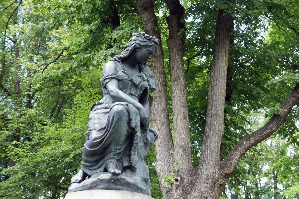 Монумент скорби (памятник Линде) в Таллине