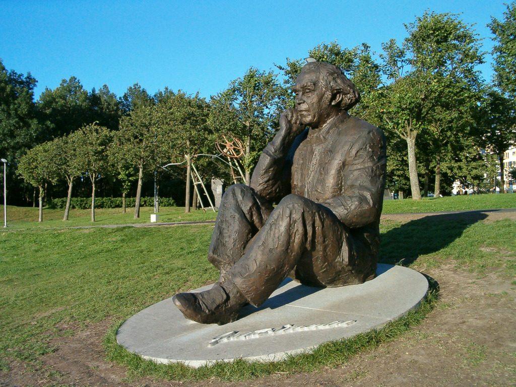 Памятник Густаву Эрнесаксу в Таллине