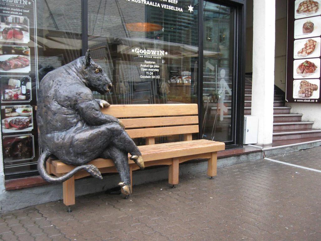 Памятник корове в Таллине