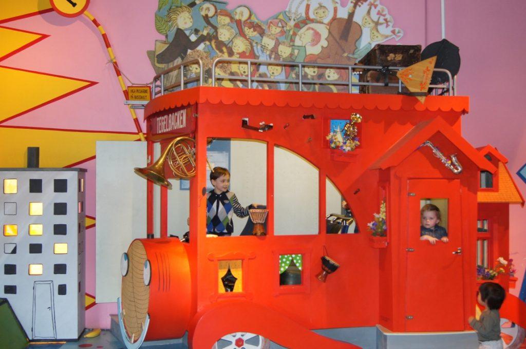 Волшебный поезд в музеи Юнибакен