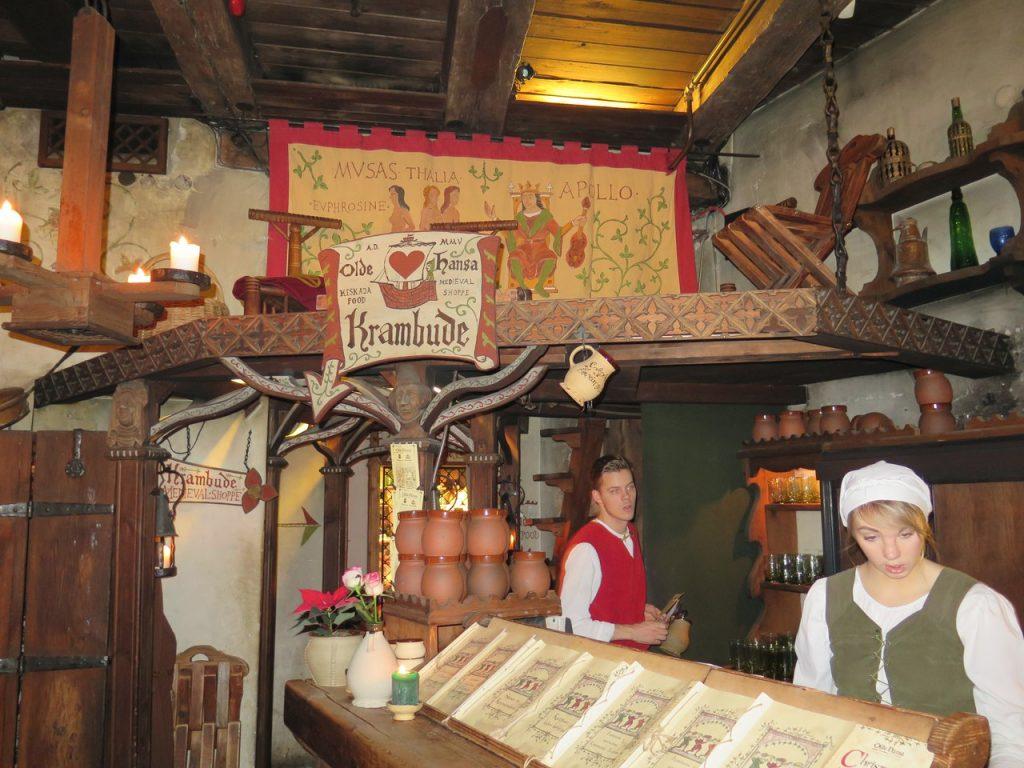 Средневековый ресторан Olde Hansa в Таллине