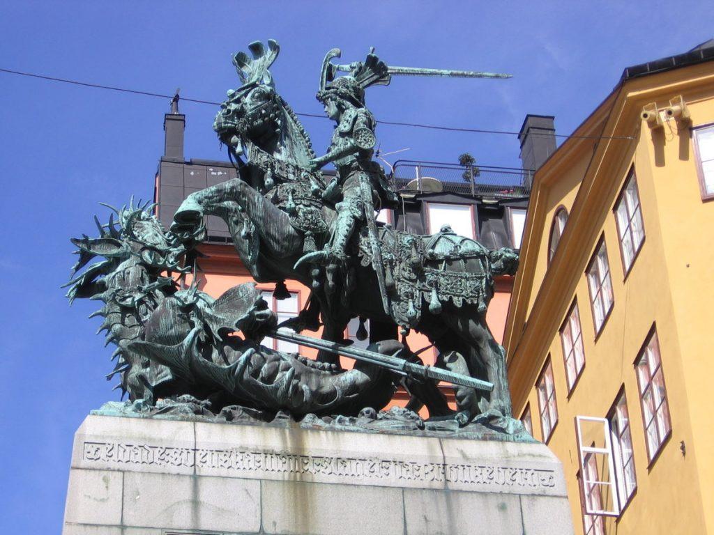 Скульптура святого Георгия со змеем