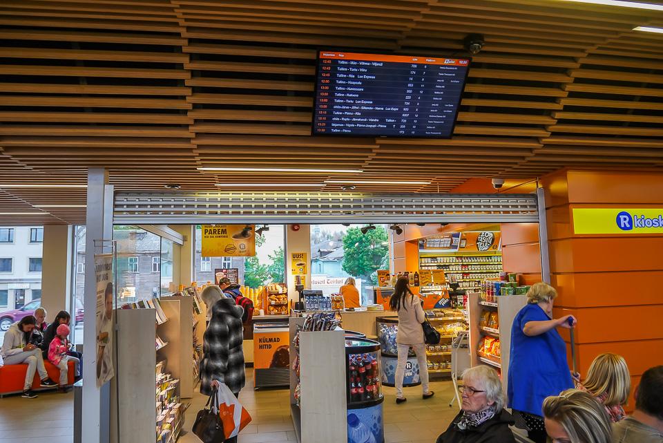 R-kiosk на автовокзале в Таллине