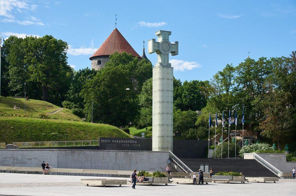 Площадь Свободы и монумент Победы в Таллине