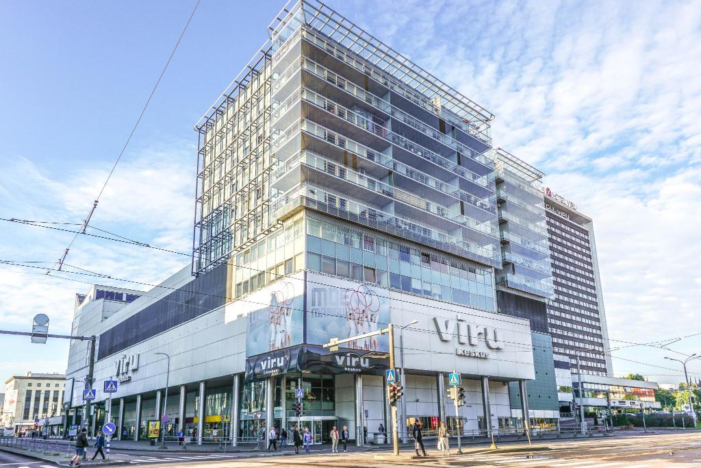 Крупный торговый центр Viru Keskus