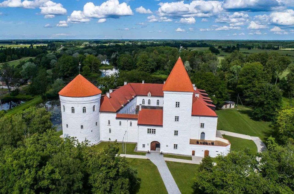 Усадьбы и замки Эстонии