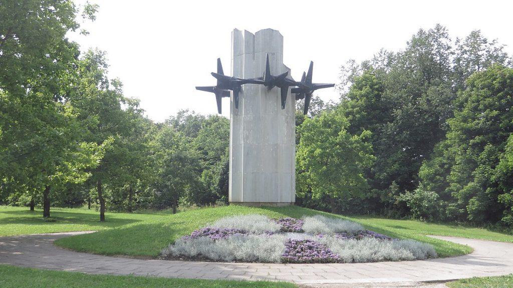 Памятник «Терновый венец».