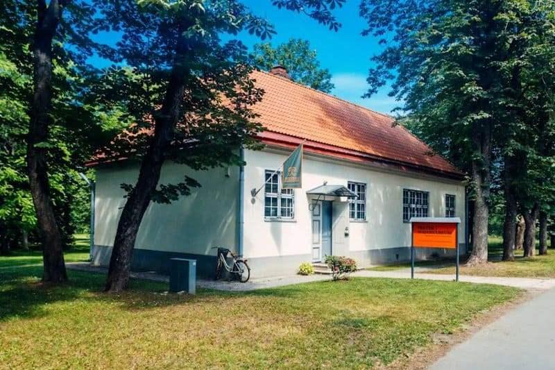 Дом-музей Петра I в Таллине в парке Кадриорг